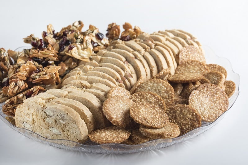 צילום של מגש עוגיות ביסקוטי פרווה