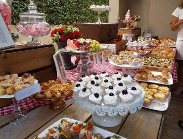 צילום של דוכן מזון של קאנאפ'ס