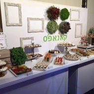 צילום של דוכן מזון של קאנאפ'ס, מעוצב באופן ייחודי