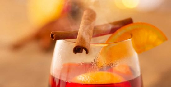 מגשי אירוח להרמת כוסית