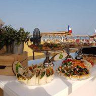 הזמנת מגשי אירוח לאירוע חציית ים המלח בשחייה