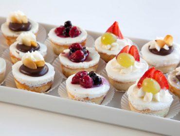 צילום של מיני עוגות גבינה קלאסית אפויה