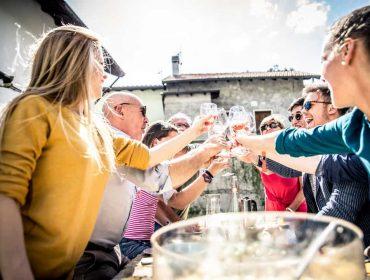 טיפים להפקת אירוע הרמת כוסית לעובדים